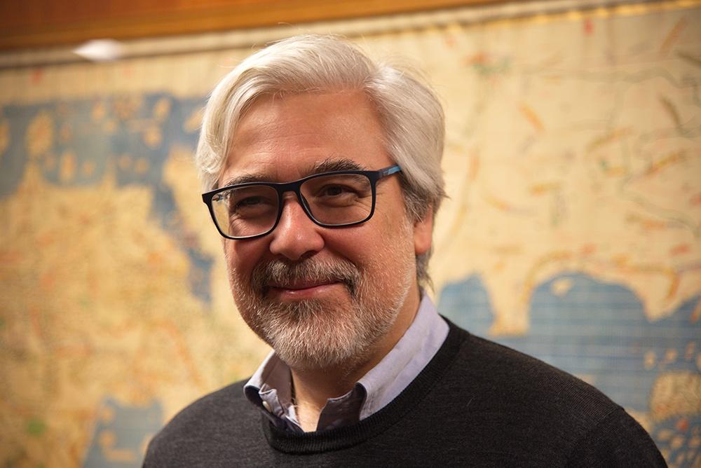 Portrait photo of professor Felipe Pereda